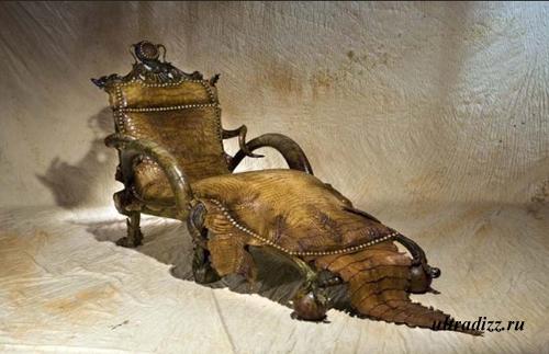 кушетка из кожи крокодила