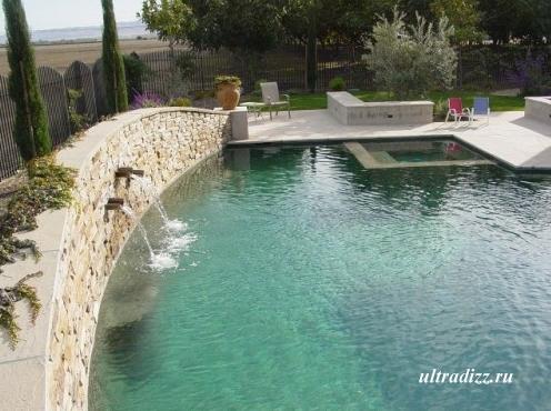 бассейн с фонтанами