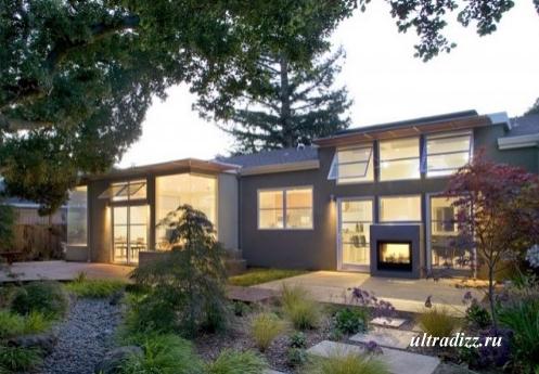 современный дом и частный двор