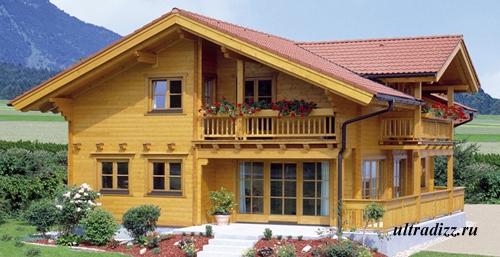 деревянный дом с балконами