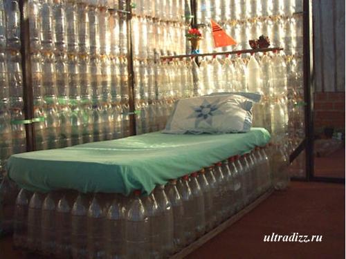 кровать из пластиковых бутылок