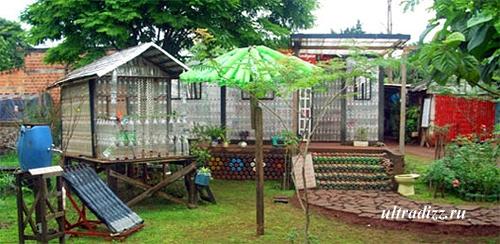 дворовые постройки из пластиковых бутылок
