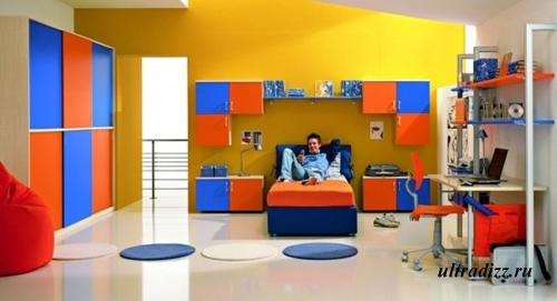 трехцветная гамма в комнате подростка