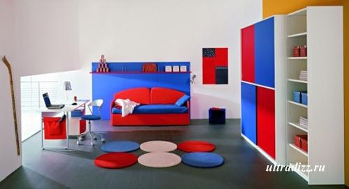 красно-синяя гамма подросткового интерьера