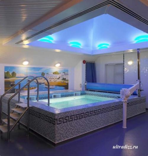 встроенный бассейн с УФ-светом