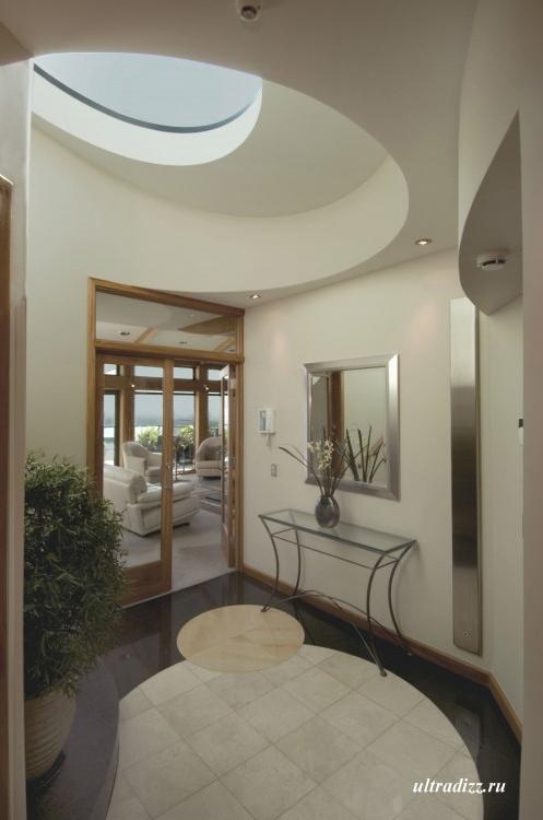 элегантный дизайн длинного коридора