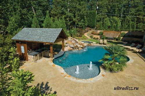 открытый бассейн у летней кухни