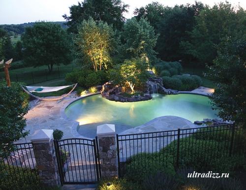 роскошный бассейн в саду
