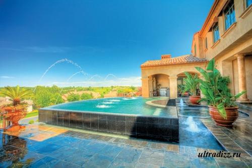 красивый частный бассейн