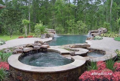 красивый бассейн в частном ландшафте