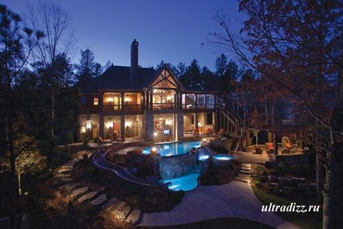 роскошный бассейн в загородном доме
