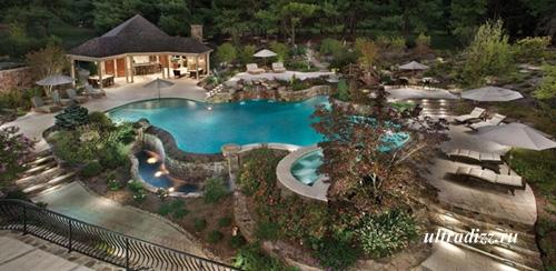 частный бассейн оригинальной формы