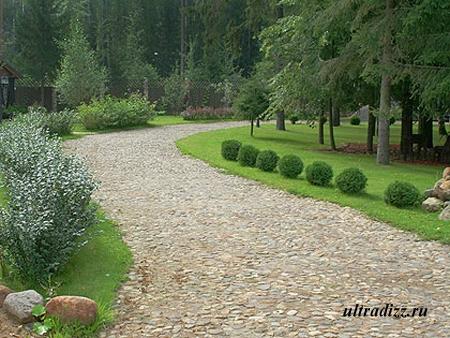каменная тропинка в саду