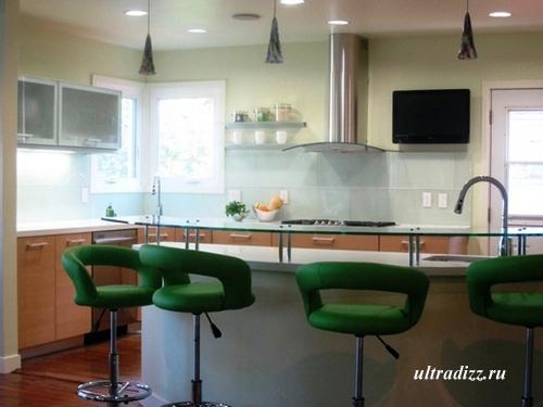 кухонная мебель в кухне индивидуальной планировки