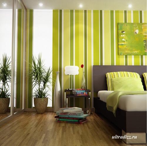 зеленая спальня с полосатым декором