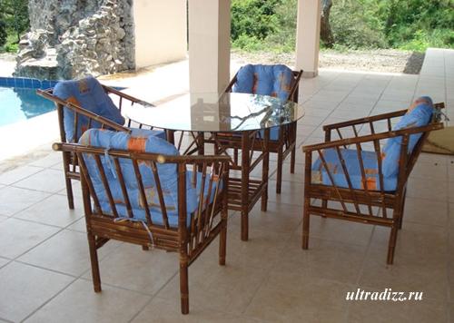 мебель из бамбука на террасе