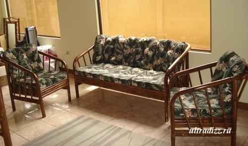 мебель из бамбука в гостиной