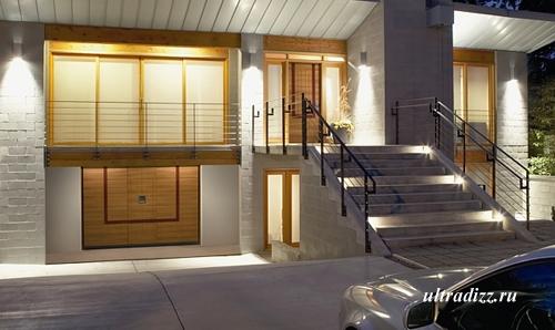 гаражные ворота и двери в современном доме