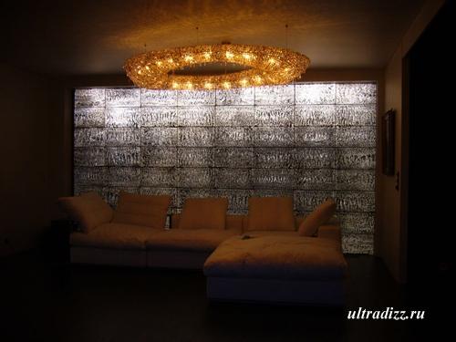 прозрачная бетонная стена в частной квартире