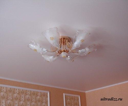 розовый потолок калипсо
