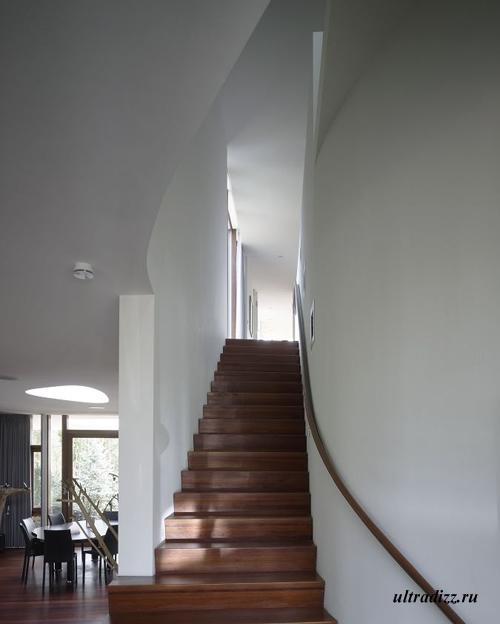лестница современной виллы