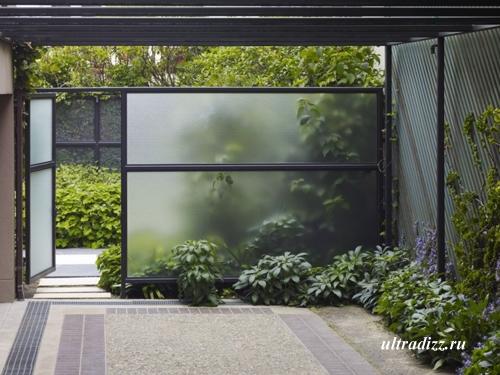 стеклянные стены в интерьере сада
