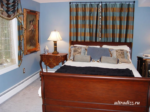 голубой и желтый в интерьере спальни