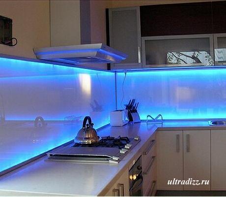 кухонный фартук из стекла с подсветкой