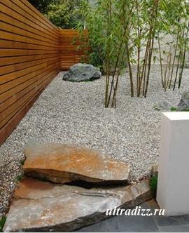 каменистый газон в частном дворе