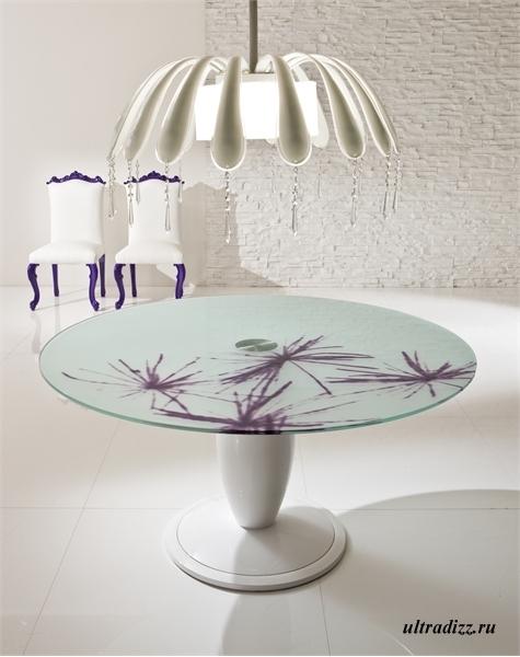 фиолетовые детали в интерьере гостиной