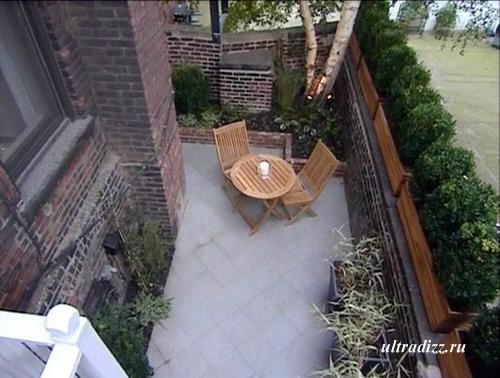 двор частного дома с диагональным мощением