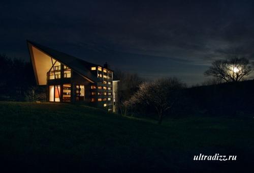 частный дом в ночном пейзаже