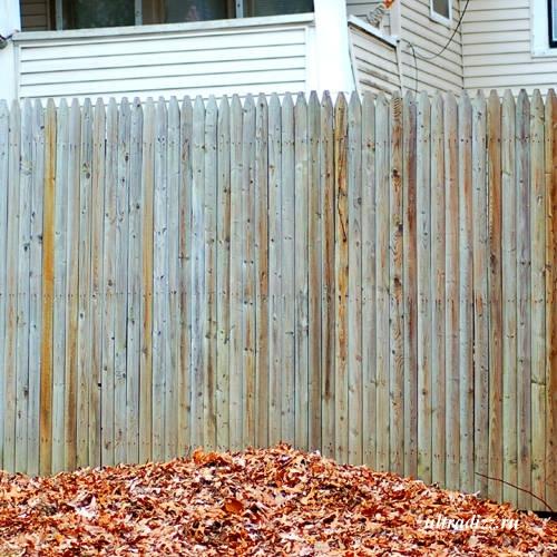 глухой деревянный забор 1