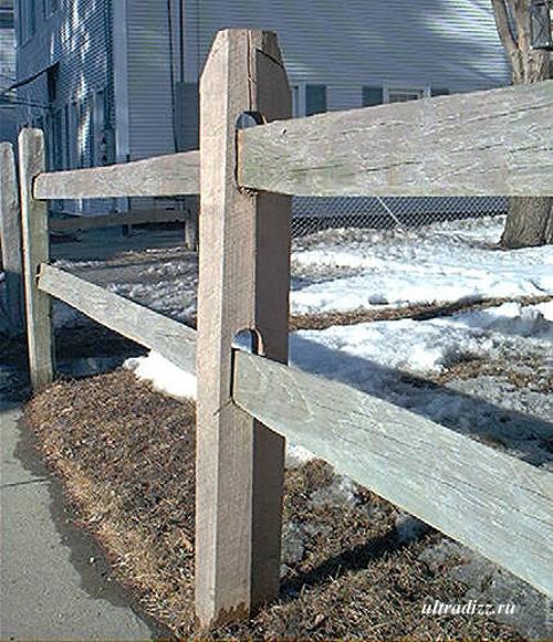 деревянный ограждающий забор