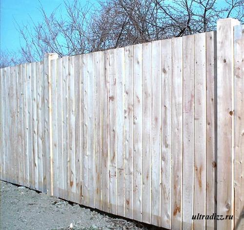 глухой деревянный забор 3