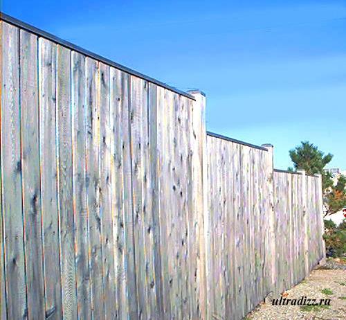 глухой деревянный забор 2