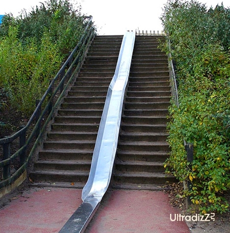 наружная горка, совмещенная с лестницей