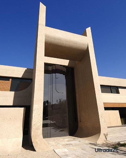 входные двери бетонного дома