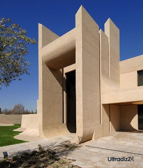 главный портал дома из бетона