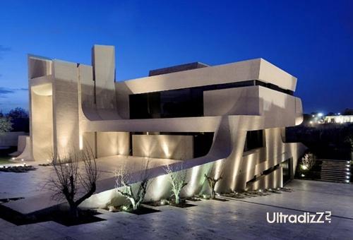 современная подсветка дома из бетона