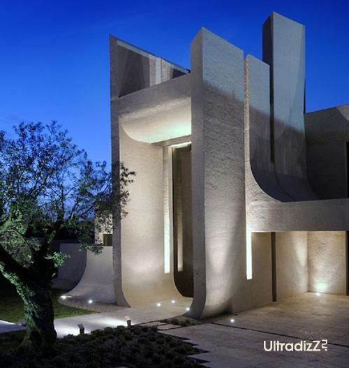 подсветка портала дома из бетона