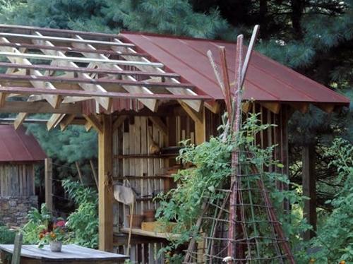 вертикальная стойка для декоративного огорода