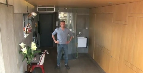 интерьер для квартиры холостяка с трансформируемой мебелью