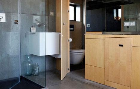 встроенный туалет в маленькой квартире