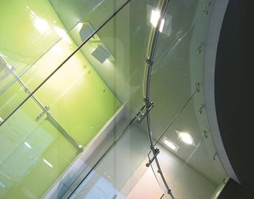 фрагмент стеклянной системы