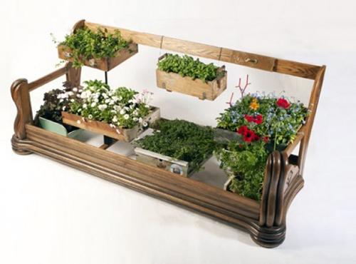 подставка для цветов из старого дивана