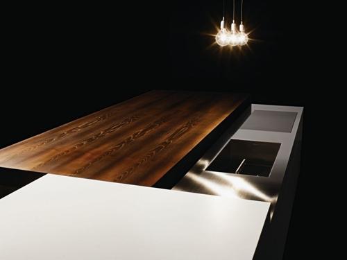 рабочая металлическая поверхность кухонного стола