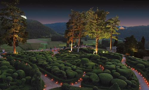 ландшафт сада в вечернем освещении