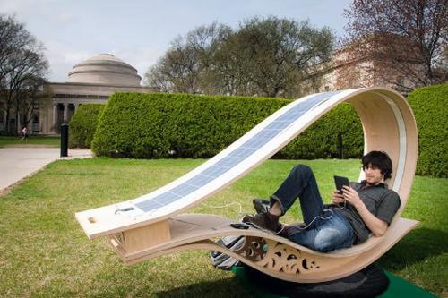 качалка шезлонг с солнечной подзарядкой