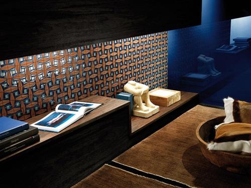 мозаика из металла и дерева для ванной